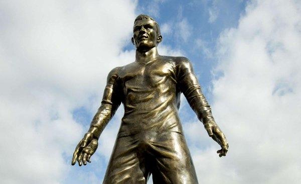 статуя роналду