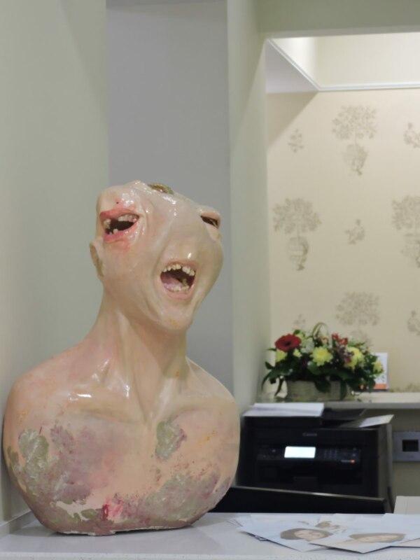 памятник зубной боли, мемы памятник, марьяна шумкова, скульптура зубная боль, зубная боль мемы, фотожабы памятник зубной боли