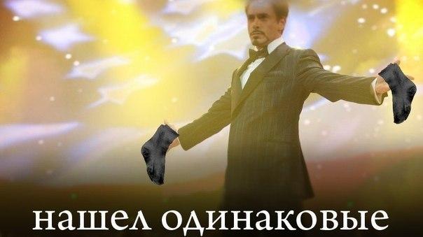 Роберт Дауни разводит руками, тони старк разводит руками, железный человек разводит руками, железный человек крут, тони старк крут, роберт дауни крут