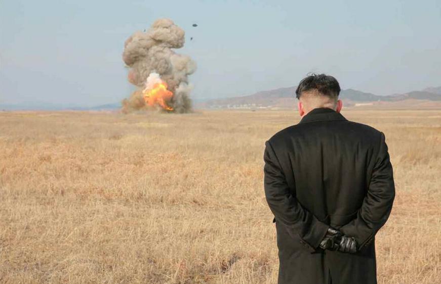 ким чен ын наблюдает за запуском ракеты (1)