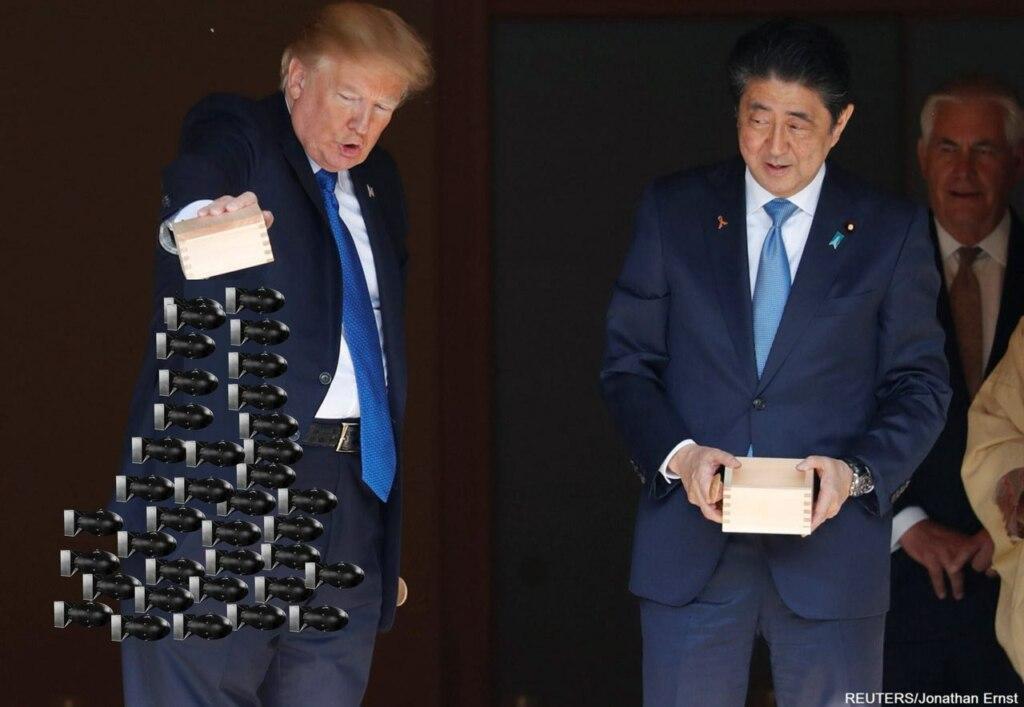 трамп кормит рыбок (7)