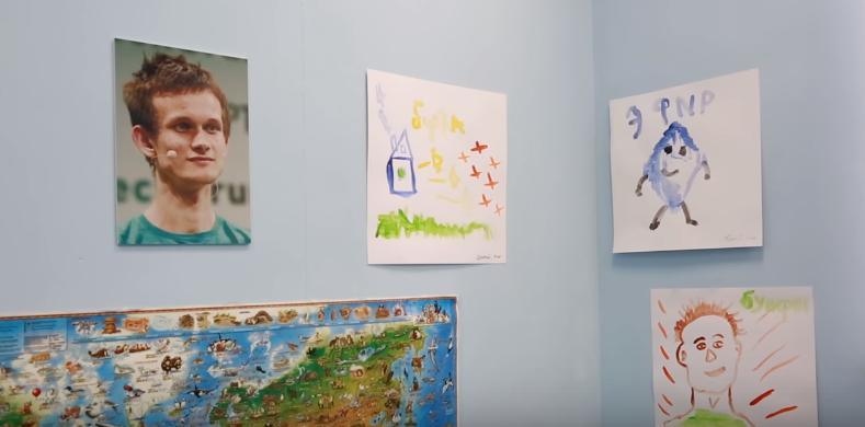 """В Подмосковье открыли """"детский криптосад"""". На самом деле это фейк"""