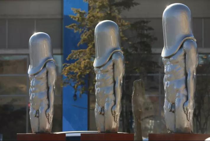 Членоголовые статуи на Олимпиаде в Пхенчхане повеселили народ и обречены стать новым мемом