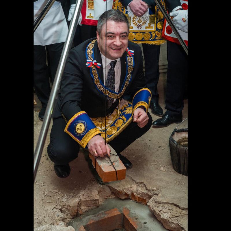 Золото, песни и мечи: как выглядит инстраграм масонской ложи России