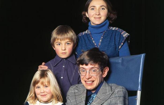 стивен хокинг с женой и детьми