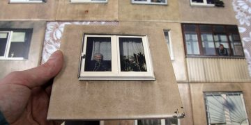 плитка с окнами дома