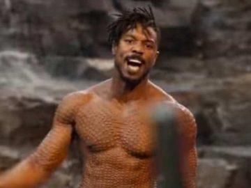 Киллмонгер без футболки кричит
