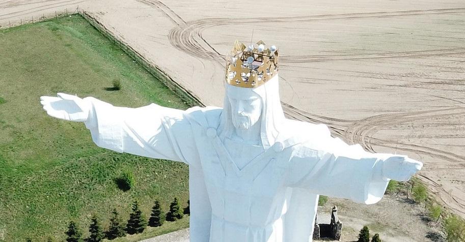 Статуя Иисуса раздаёт интернет