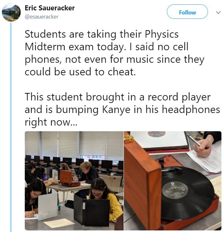 школьник принёс на экзамен проигрыватель