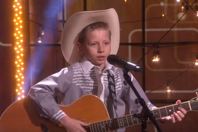 """Поющий мальчик из """"Воллмарта"""" пришел на телевидение и выступил на фестивале """"Коачелла"""""""