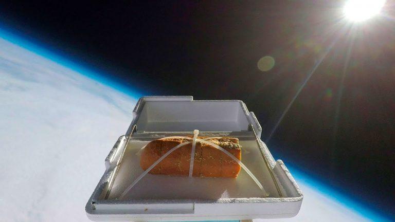Чесночный хлеб в космосе