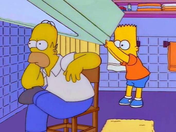 Барт бьёт Гомера стулом