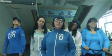 """Учителя из Сыктывкара спародировали """"Цвет настроения синий"""""""