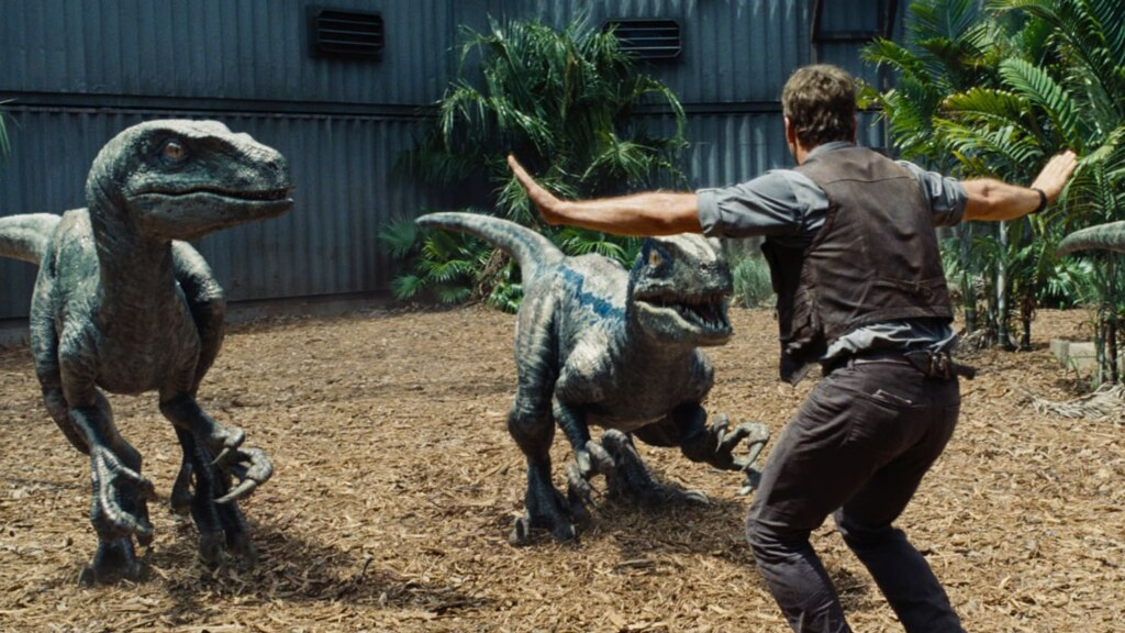 Видео: Крис Пратт принес в аэропорт ручного динозавра