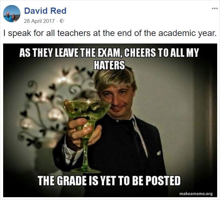 преподаватель косплеит мемы
