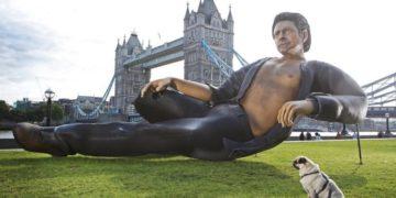Статуя Джеффа Голдблюма