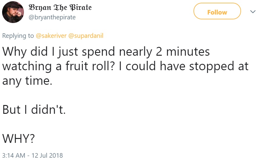 Лимон катится по дороге