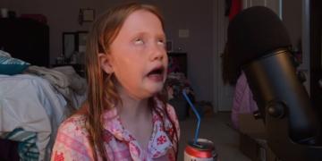 Реакции с 13-летней ASMR-блогершей стали хитом твиттера