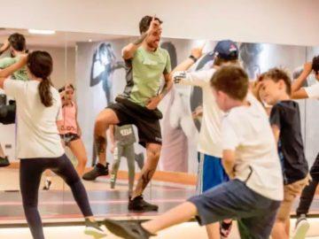 Детей учат танцам из Fortnite