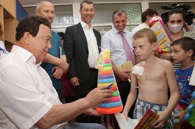 Зеленський відвідав школу в Станиці Луганській і доручив зробити ремонт у спортзалі - Цензор.НЕТ 8759