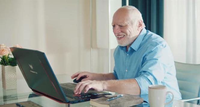 «Harold wins». Гарольд превратился в деда-геймера в немецкой рекламе