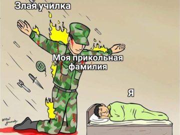 Солдат защищает ребенка от пуль