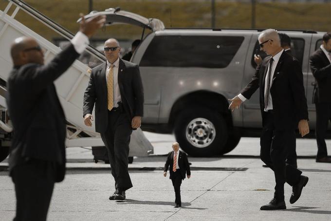 Tiny Trumps - I made Trump 2 ft tall