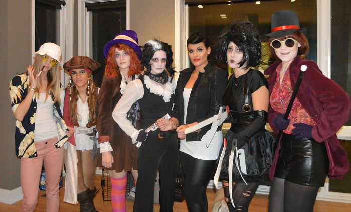 Семь подруг и хеллоуинские костюмы