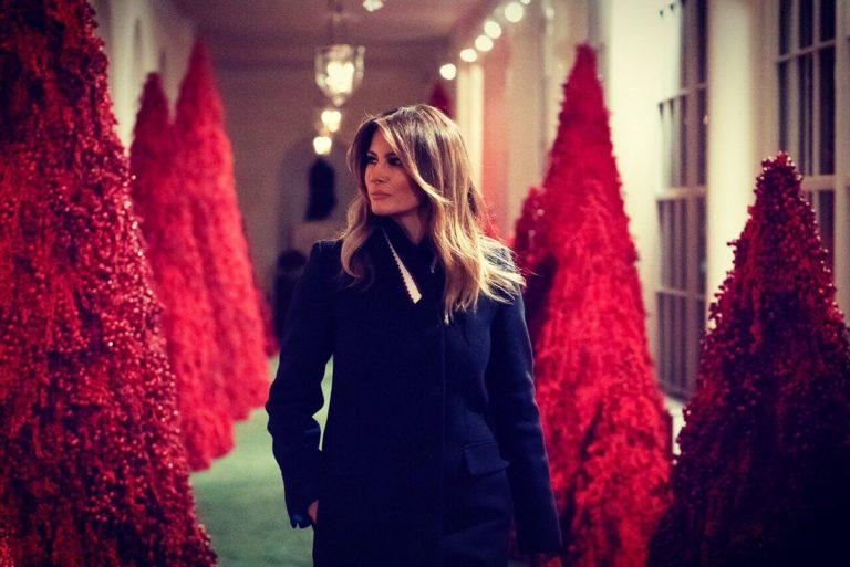 Красные елки Мелании Трамп