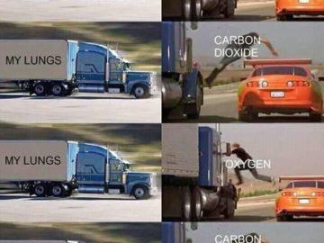 Парень прыгает на грузовик