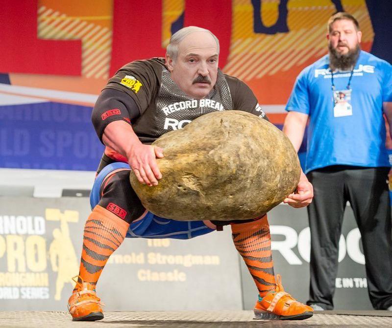 Болгарский силач с камнем-картошкой - фотожабы