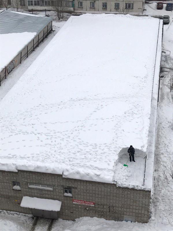 мем снег на крыше