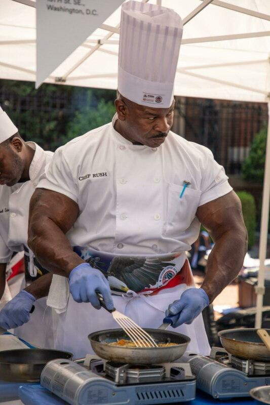 Мускулистый повар Белого дома