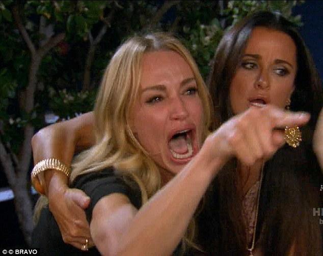 Одна женщина плачет, другая ее обнимает мем
