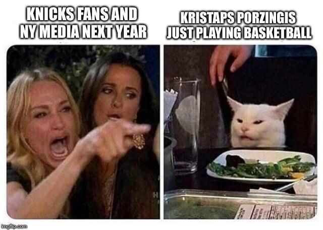 Женщина кричит на кота мем