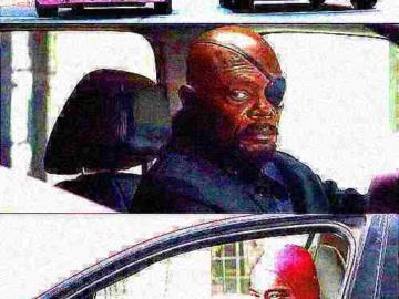 Ник Фьюри в машине смотрит на розового парня
