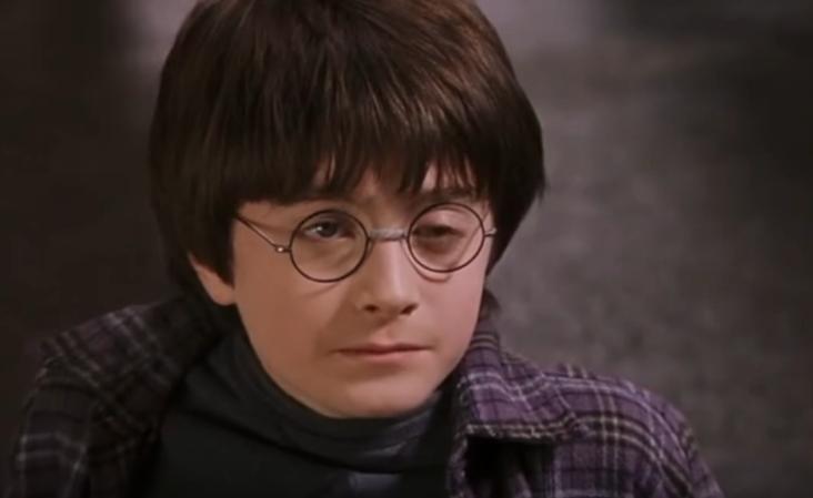 Гарри Поттер не умеет моргать