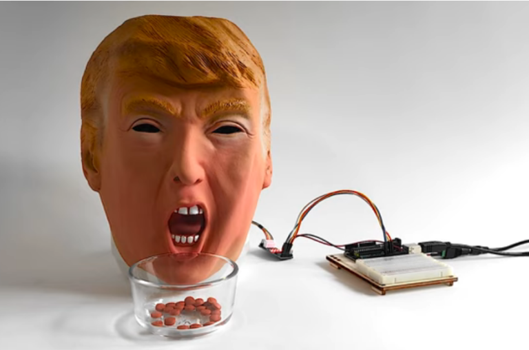 Робот Трамп выдает таблетку