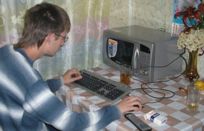 История одного мема: программист перед микроволновкой рассказал про легендарное фото