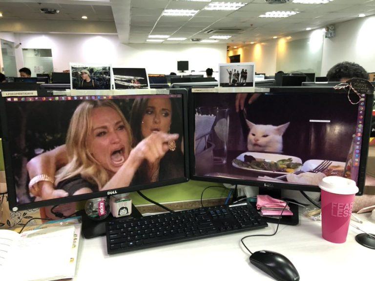 Мем с орущими на кота женщинами перенесли на экраны гаджетов