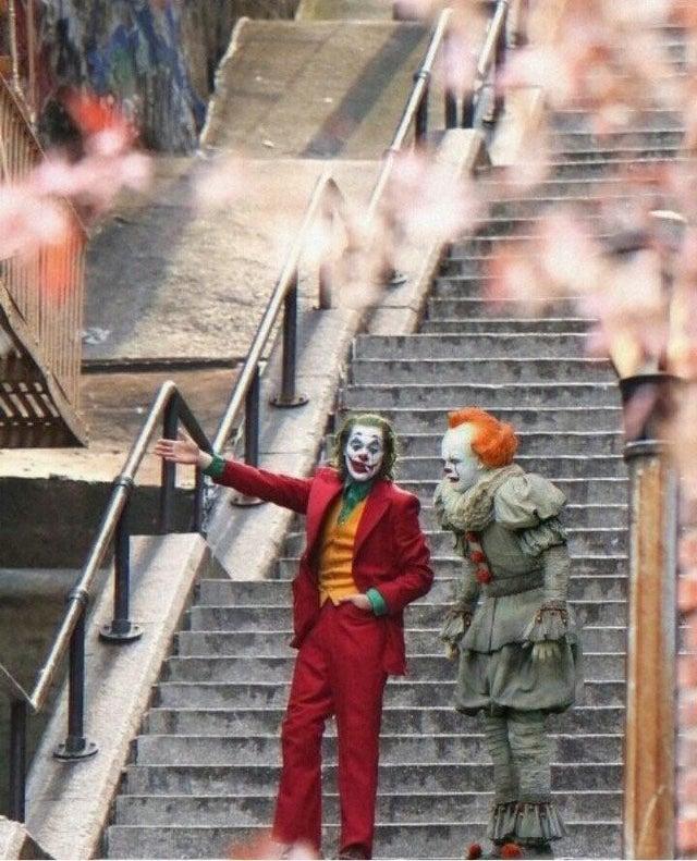 Джокер и Пеннивайз на лестнице