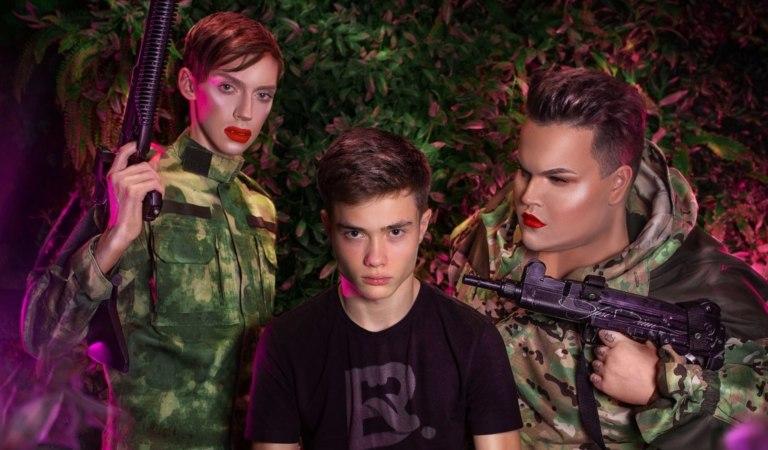 Гомофоб Володя XXL сфотографировался под прицелом Андрея Петрова и Игоря Синяка
