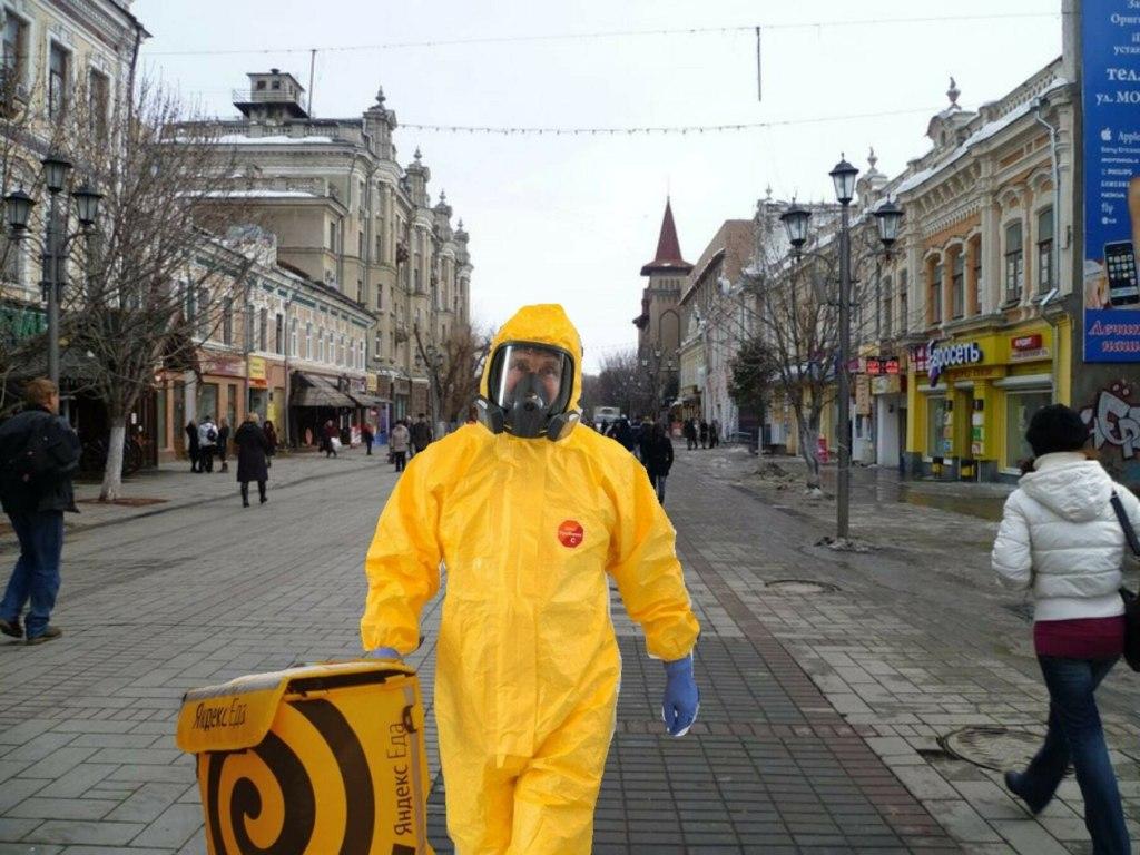 Путин в костюме химзащиты