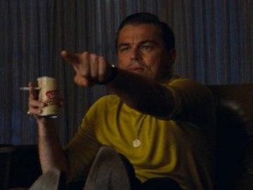 Рик Далтон показывает пальцем