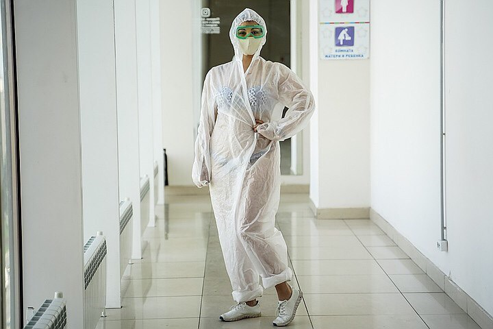 Девушки поддержали тульскую медсестру в купальнике