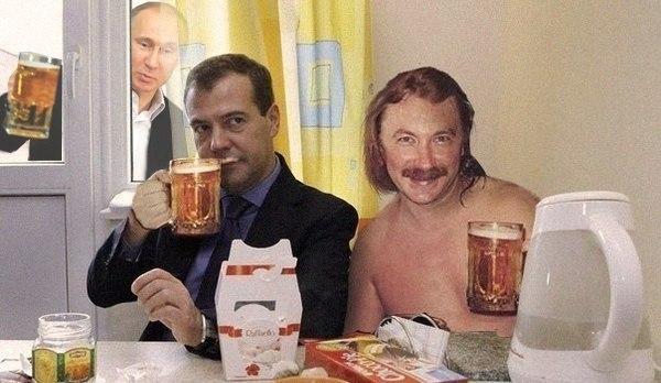 мем с игорем николаевым выпьем за любовь