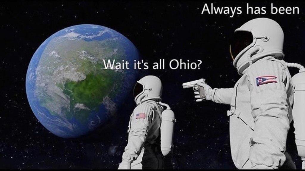 Мем про астронавта с пистолетом