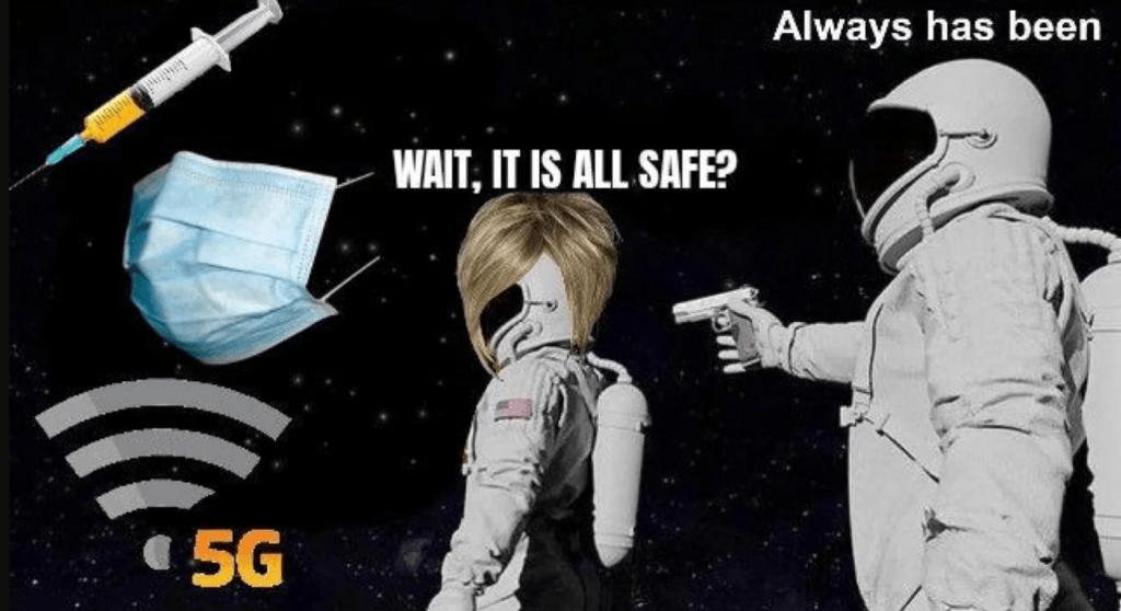 астронавты мем космонавт с пистолетом