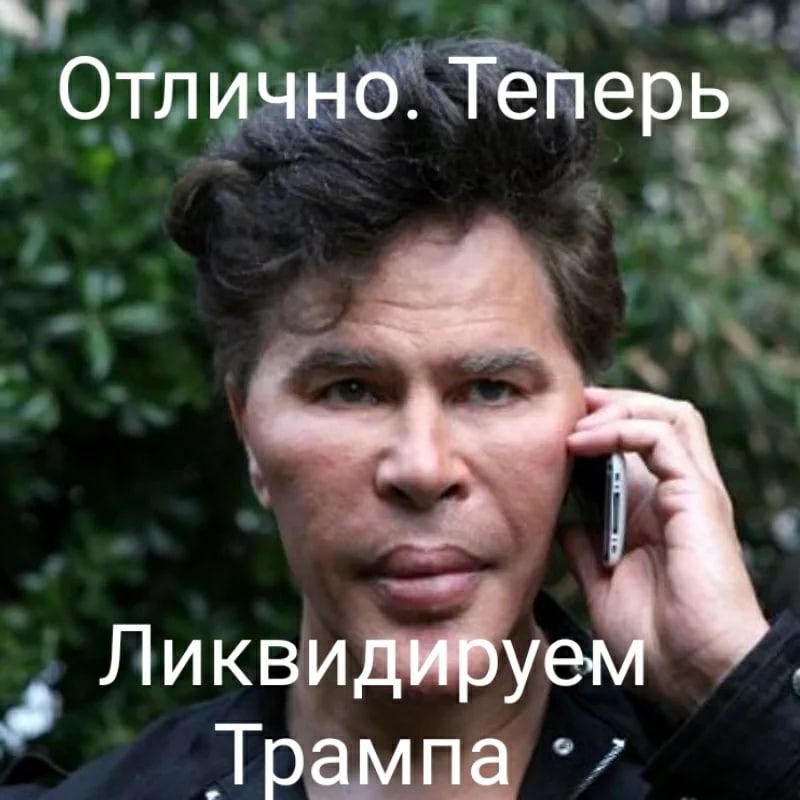Игорь Богданов с телефоном