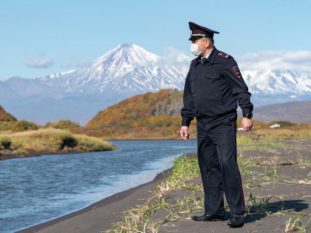 Полицейские с Камчатки посмотрели в океан и задумались о вечном